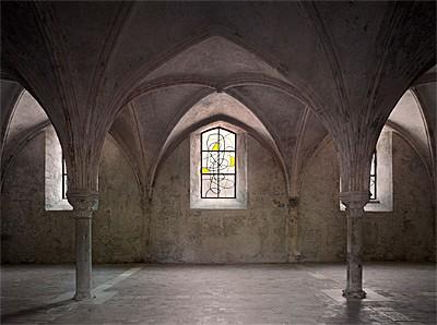Nouveaux vitraux du prieur clunisien de la charit sur for Piscine la charite sur loire