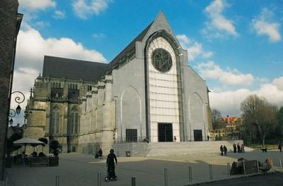 L 39 glise dans le paysage urbain contemporain - Eglise notre dame de la treille lille ...
