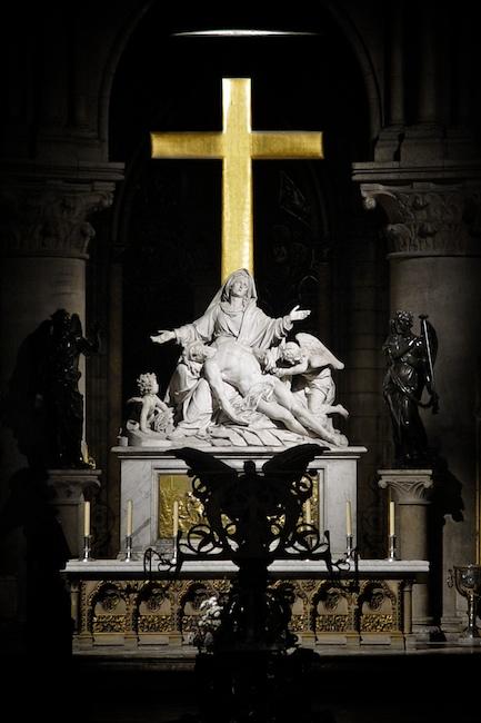 Notre Dame est sauvée !  Ndp-2003-11-18-364
